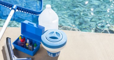 http://www.aprampools.com/img/services/swimming-pool-maintenance.jpg